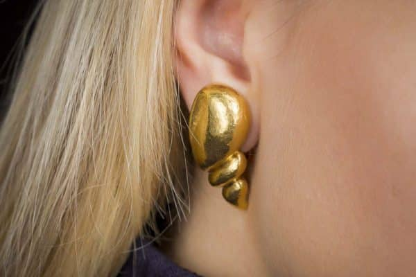 belperron coquillage 22k earrings
